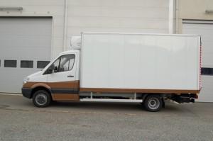 Gesloten-laadbak-met-koelgroep-en-laadklep-300x199