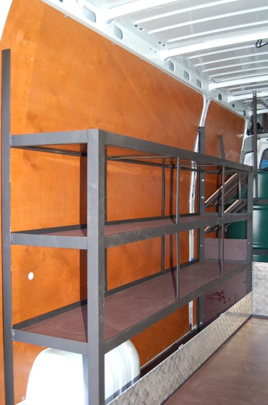 Rek-in-metaal-met-houten-leggers