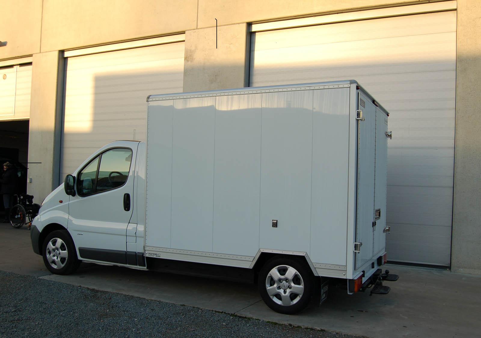 Opel-Vivaro-met-laadbak